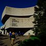 まずは、対岸ケベック州の町ガティノーにあるカナダ歴史博物館です。 ユニークな形です。