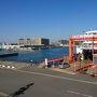 京急久里浜駅からフェリー乗り場まで連絡バスが運行されています。