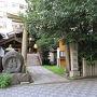 2泊目の宿を撮り忘れてしまった。  コンピにでお昼を買おうと思って、路地に入ったら道祖神がありました。 道祖神って信州というイメージだったんだけど、こんな都会にもあるんですね。